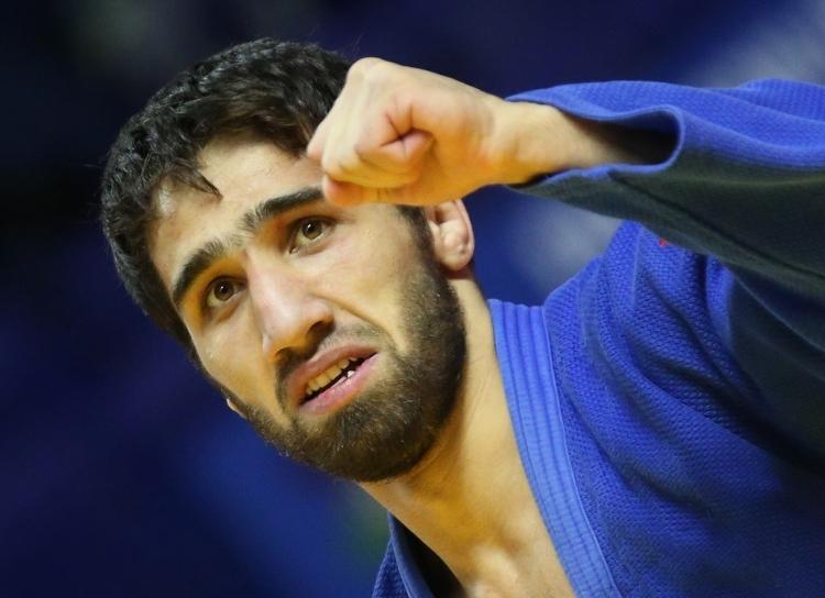 Как встречали вШереметьево олимпийского чемпиона Хасана Халмурзаева