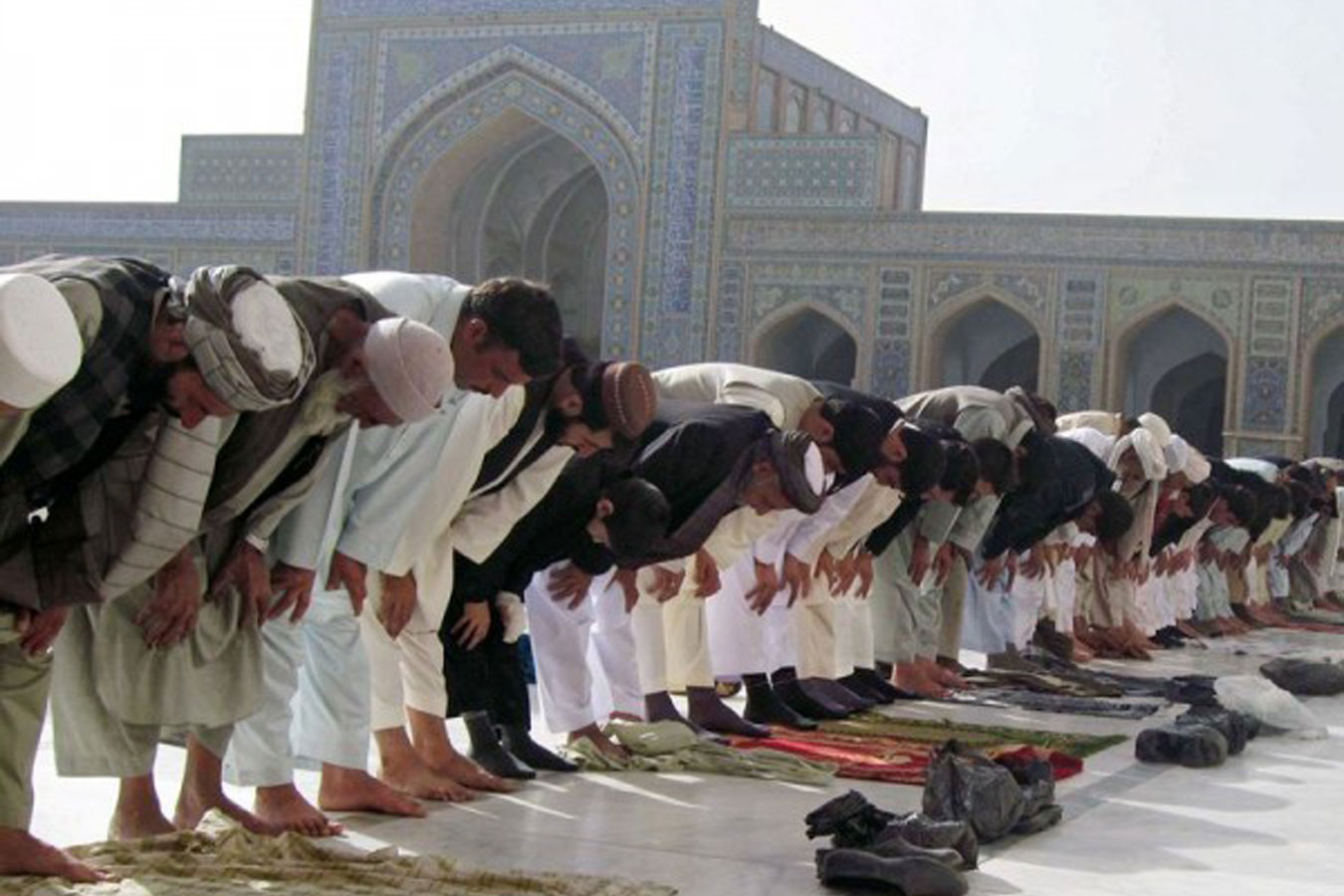 http://www.islam.ru/sites/default/files/img/veroeshenie/2011/11/namaz_dj_01_b.jpg