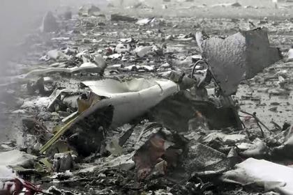 МЧС продолжает поиск останков жертв крушения Boeing на взлетной полосе аэропорта